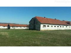 Živinarska farma sa tri objekta